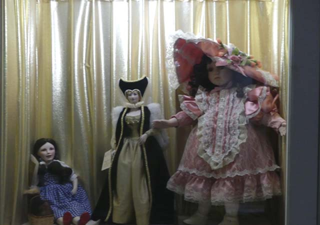 Vintage Dolls With Dollhouses